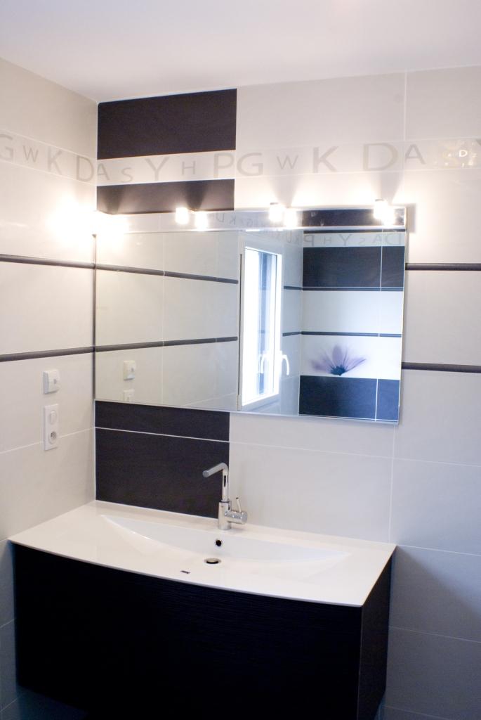 id es salle de bain constructeur de maison haut de gamme. Black Bedroom Furniture Sets. Home Design Ideas