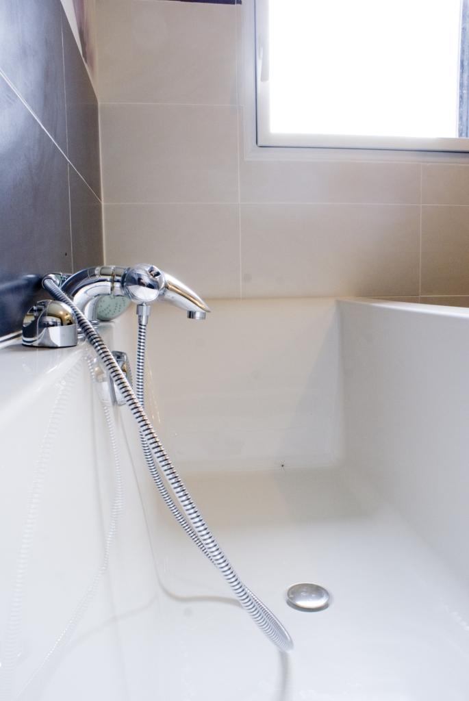 id es salle de bain constructeur de maison haut de gamme finistere et morbihan. Black Bedroom Furniture Sets. Home Design Ideas